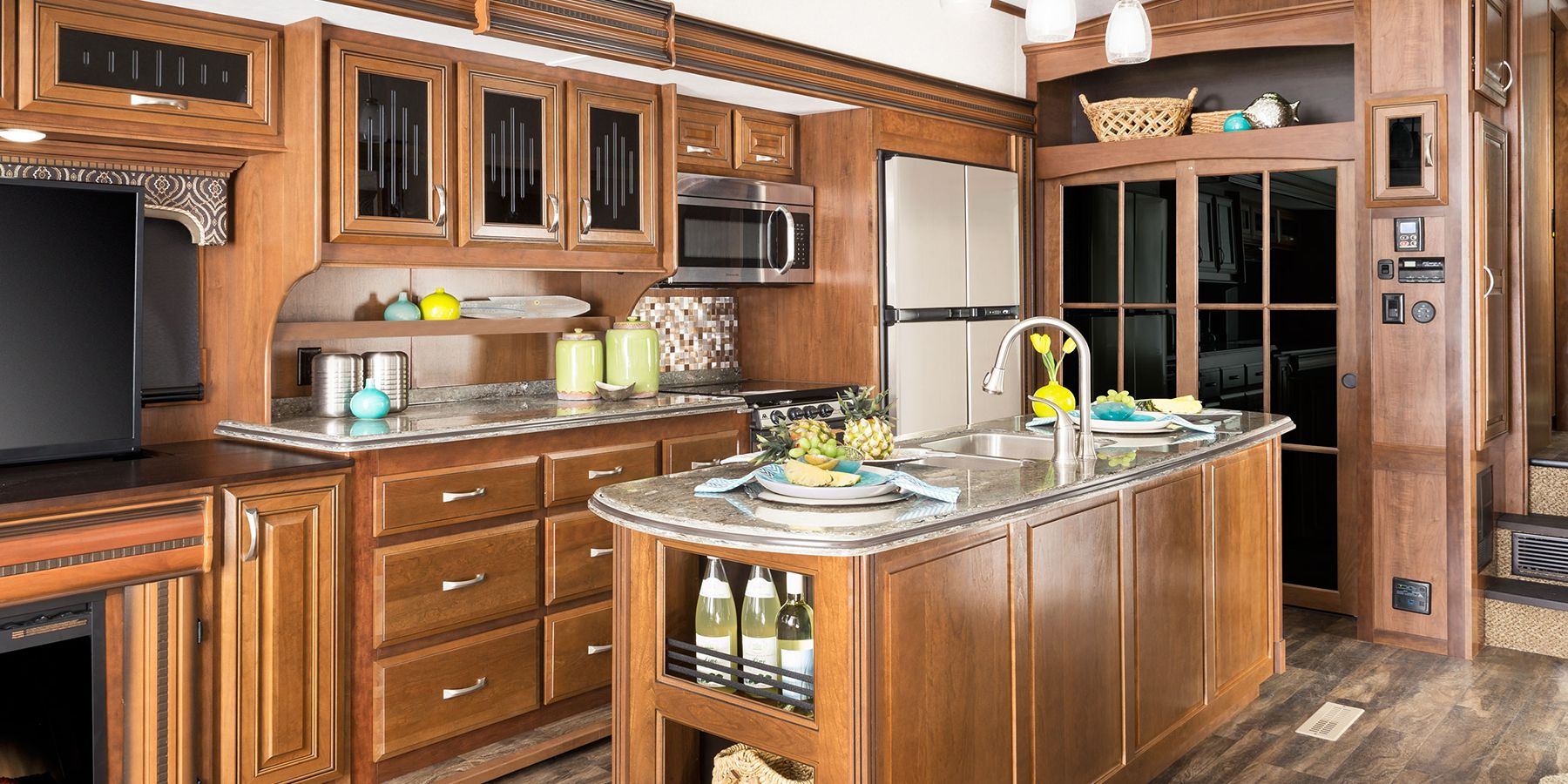 Foot Th Wheel With Island Kitchen